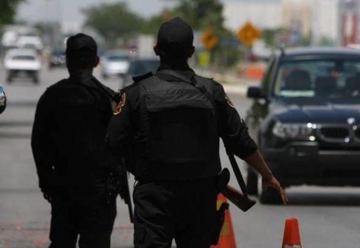 Las corporaciones policíacas instalaron retenes para poder localizar a los asaltantes. (Foto de contexto/archivo/SIPSE)