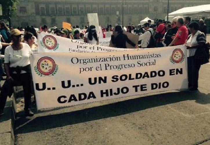 Los integrantes de la marcha exigen un juicio justo para los militares en el caso Tlatlaya. (Milenio)