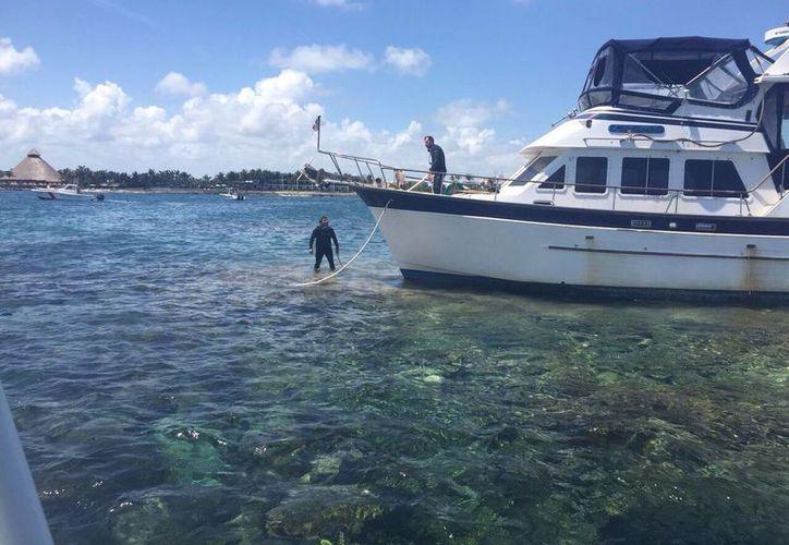 La embarcación fue trasladada al muelle del Club Med en Cancún. (Tomás Álvarez/SIPSE)