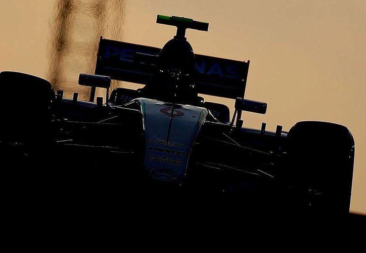El mexicano Sergio 'Checo' Pérez, de Force India, largará cuarto en el Gran Premio de Abu Dabi. La 'pole' es para Nico Rosberg (foto), de Mercedes. (AP)