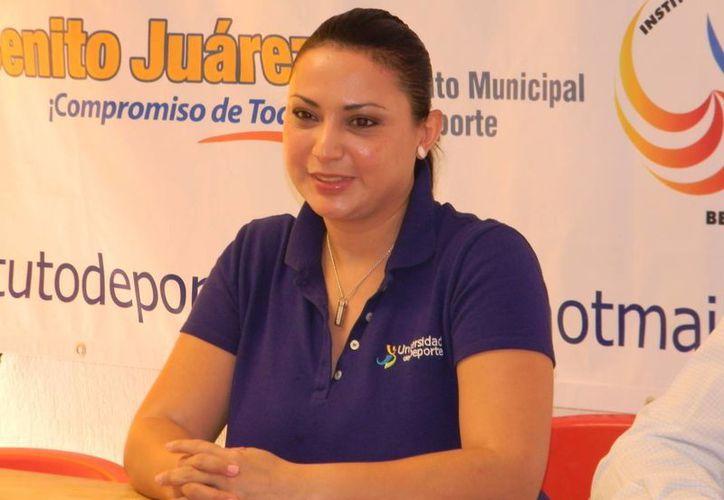 Adriana Pérez, instructora de la Universidad del Deporte, anunció el seminario. (Raúl Caballero/SIPSE)