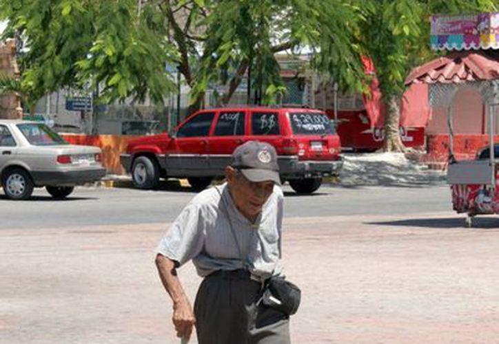 La demencia senil se presenta de los 60 años en adelante y se puede prevenir o retrasar con gimnasia mental. (Tomás Álvarez/SIPSE)