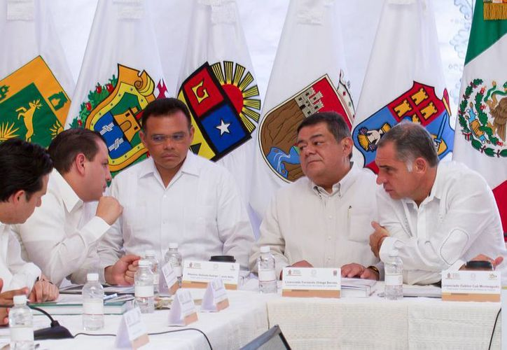 Gobernadores de la región Sur-Sureste en la reunión en Oaxaca. (Cortesía)