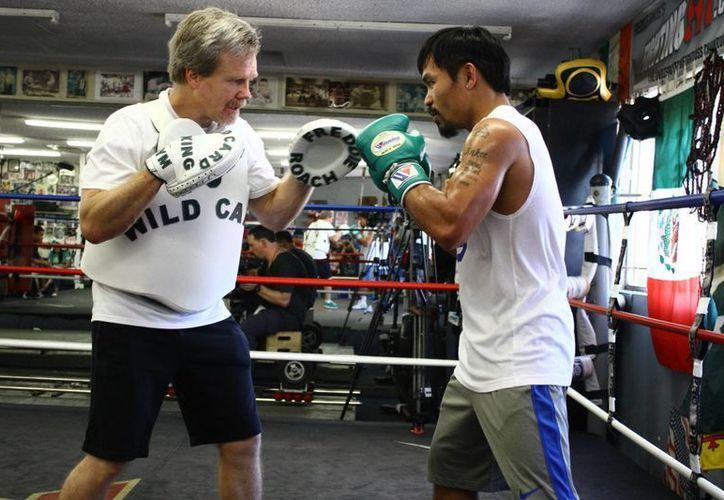 El norteamericano Freddie Roach, preparador del boxeador Manny Pacquiao, ya comenzó con la guerra de declaraciones previo al duelo contra el invicto Floyd Mayweather Jr. (quotednews.com)