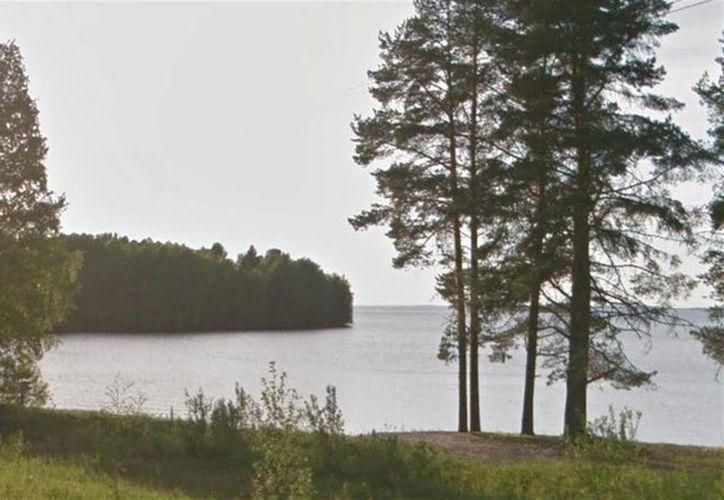 Además de los 11 niños muertos por ahogamiento en un lago en Rusia, un instructor fue detenido por sospechas de violar reglas de seguridad. En la foto, el lago Syamozero, en Karelia. (lanacion.com.ar)