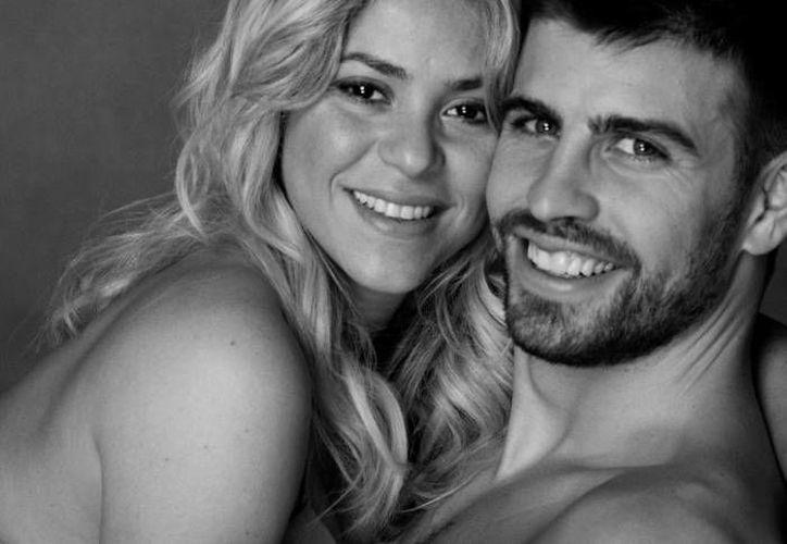 Shakira con su actual pareja el futbolista Gerard Piqué, del Barcelona. (Facebook)