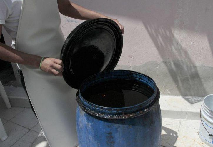 Se arrojaba el aceite quemado en las alcantarillas. (Tomás Álvarez/SIPSE)