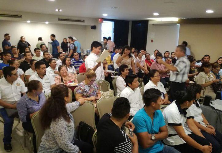 25 mil pesos cuestan los cursos en calidad, lo que representa un fuerte gasto para los microempresarios. (Foto: Redacción / SIPSE)