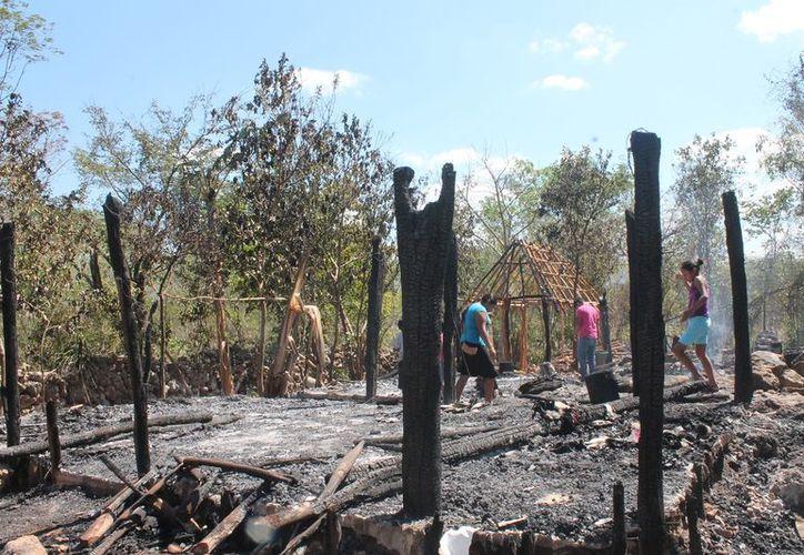 Las viviendas estaban construidas con maderas y huanos. (Gloria Poot/SIPSE)