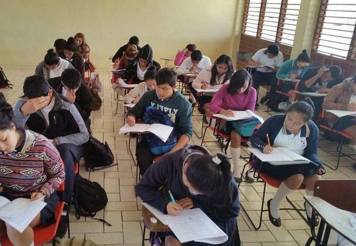 Alumnos de primer y tercer semestre participan en el concurso estatal. (Redacción/SIPSE)
