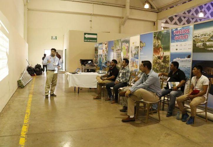 Diversos cursos se ofrecen en la Expo Construcción Yucatán, en el Centro de Convenciones Siglo XXI. (José Acosta/Milenio Novedades)