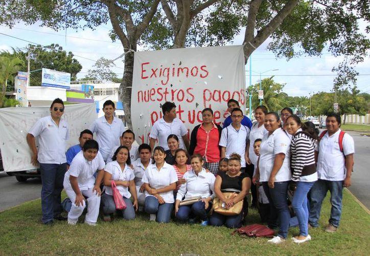 Los enfermeros llevan tres días de huelga debido a la falta de pago de sus quincenas desde noviembre. (Harold Alcocer/SIPSE)