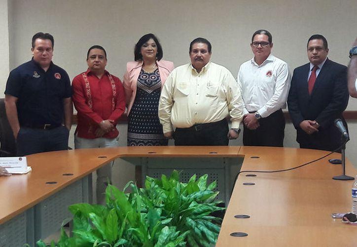 Integrantes de la dependencia en presentación oficial de cargos (Foto: Alejandra Carrión)