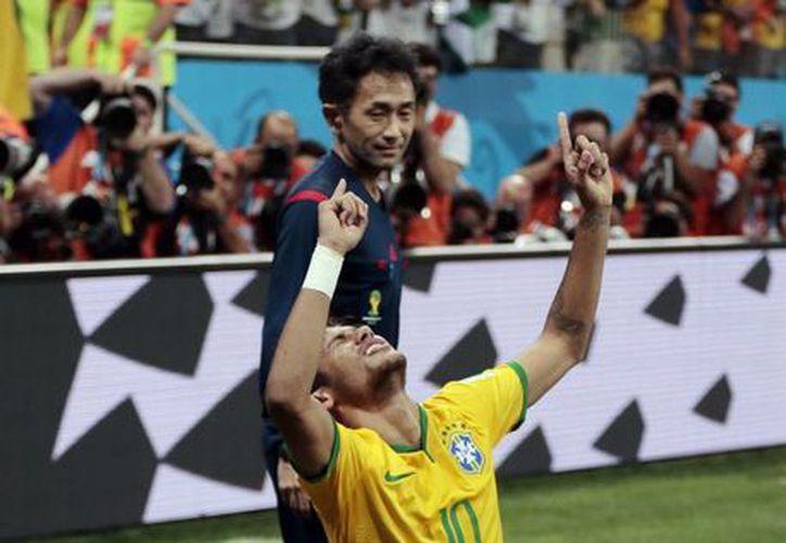 Neymar celebra su segundo gol del partido inaugural México vs Croacia. (AP)