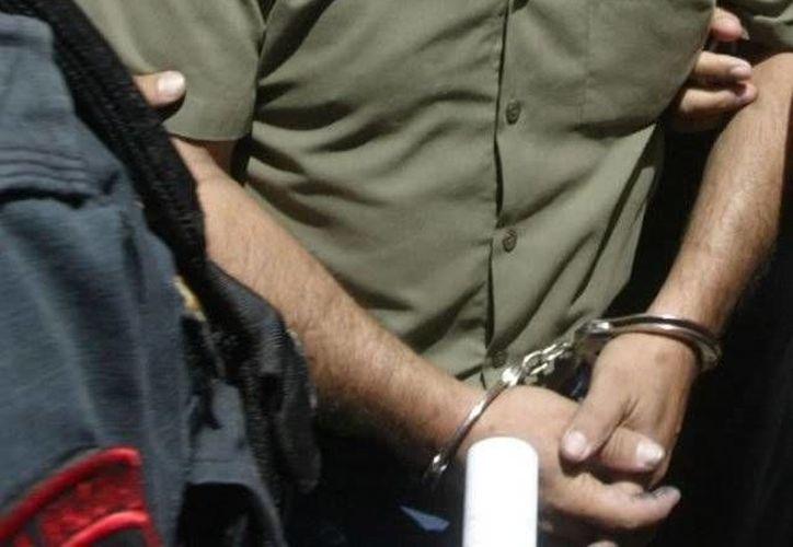 El detenido permanece bajo custodia policial y el jueves compareció ante un juez que procedió a interrogarlo. (laotraplana.com)