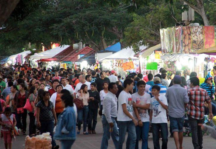 X'matkuil recibió ayer una oleada de visitantes al terminar el desfile revolucionario. (Theni Ruz/SIPSE)