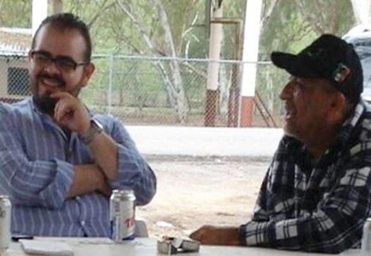 Captura de pantalla del video donde se ve a Rodrigo Vallejo Mora durante una reunión con Servando Gómez Martínez, 'La Tuta'. (YouTube)