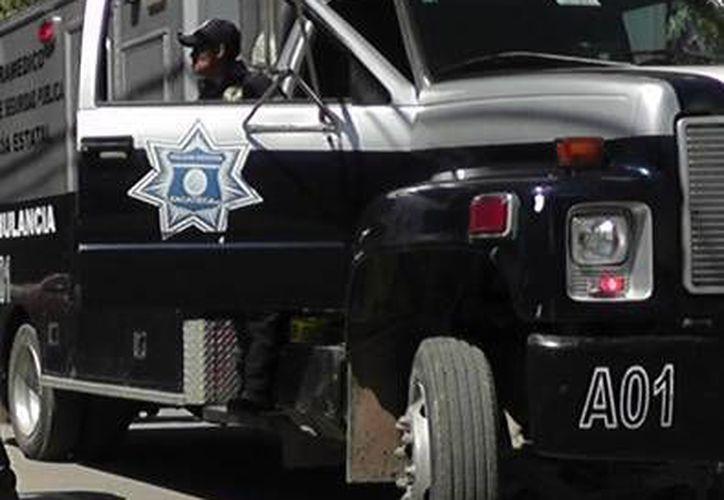 El paramédico herido fue llevado a la ambulancia para recibir atención, pero murió en el trayecto al hospital. (zacatecasonline.com.mx)