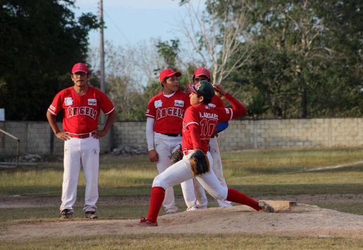 El pitcher Henry Argáez consiguió su tercera victoria de la temporada. (Milenio Novedades)