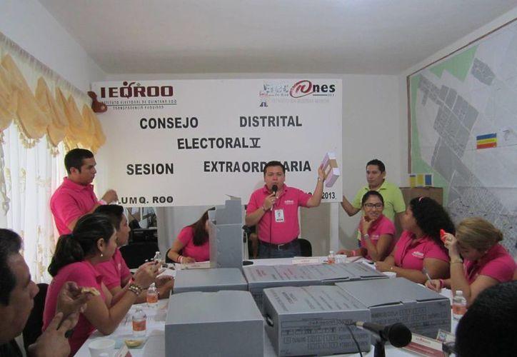Sesión del Consejo Distrital Electoral V. (Rossy López/SIPSE)