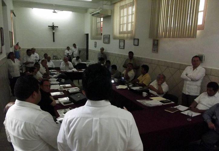 En la reunión que sostuvo Procivy con el clero de Yucatán se consideró la posibilidad de que algunas iglesias fueran consideradas refugios temporales. (SIPSE)