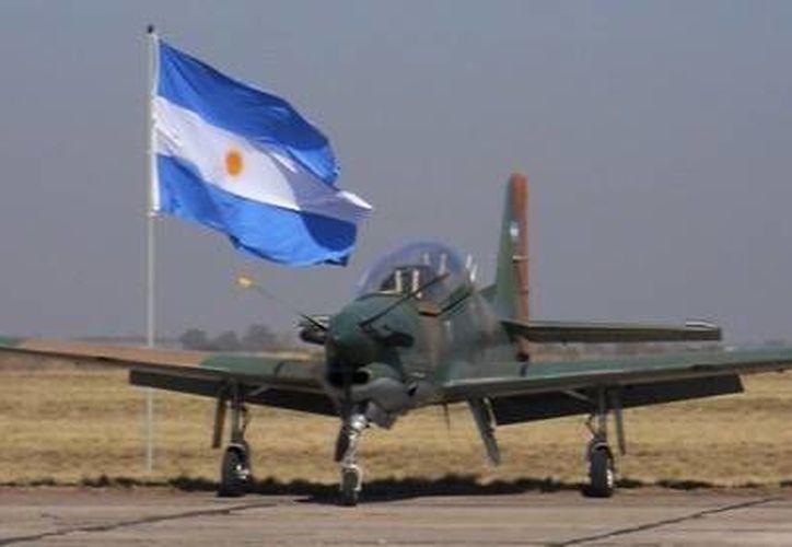 Un avión Embraer EMB-312 Tucano, similar al que se desplomó hoy en la provincia de Córdoba, Argentina. (Foto de contexto tomada de www.24con.com)