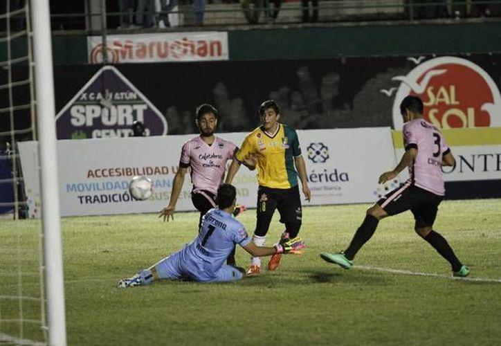 Los Venados de Yucatán vencieron este martes a Tapachula en el juego de ida de la segunda llave en la Copa MX ante más de cuatro mil aficionados que se dieron cita en el 'Carlos Iturralde'. (César González/ SIPSE)