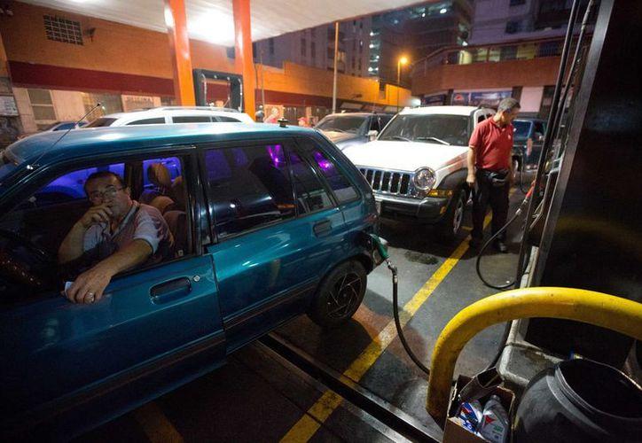 Por más de 17 años se mantuvo congelado el precio de la gasolina en Venezuela. (Agencias)