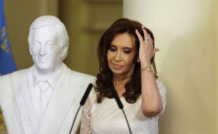 Cristina Fernández fue prácticamente echada de la Presidencia. Los argentinos eligieron por amplia mayoría al opositor Mauricio Macri, duro crítico del Kirchnerismo que gobernó la nación por más de una década. (AP)