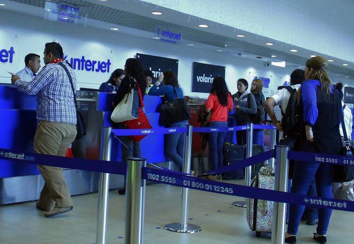Cientos de pasajeros han cancelado sus vuelos ante las demoras de la aerolínea Interjet. (Archivo/SIPSE)