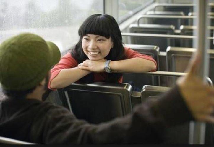 Para dar una buena impresión a alguien que acabas de conocer, un secreto es tratar de ser 'un reflejo' de esta persona. (blogdelamente.com)