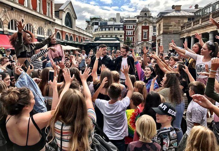 Liam Payne, el ex integrante de One Direction, le dio una sorpresa a sus fans londinenses. (Twitter/@LiamPayne).