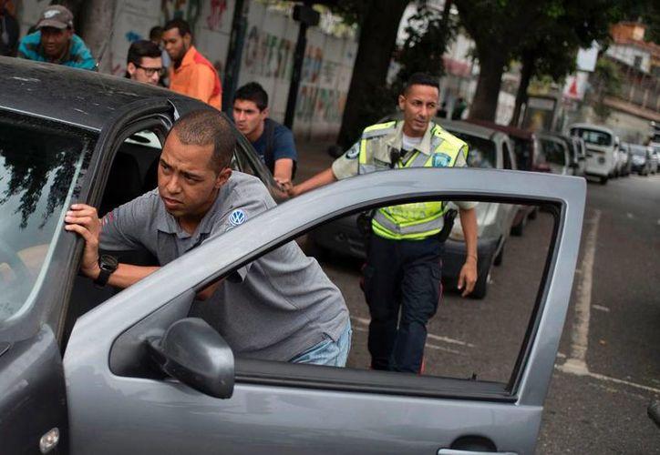 La mala distribución de gasolina en Venezuela, se ha dado desde los últimos 15 días. (El Nuevo Herald).