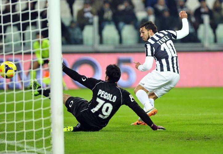 Tévez anotó su primer triplete con los colores del Juventus en la victoria sobre el Sassuolo. (Agencias)