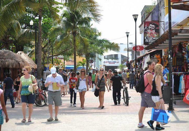 La 5ta Avenida es el principal corredor económico y turístico de Playa del Carmen. (SIPSE)
