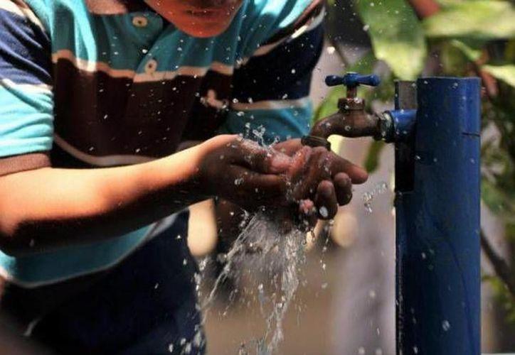 La Comisión de Agua Potable y Alcantarillado CAPA, exhorta a que la población almacene agua y haga uso racional del vital líquido. (SIPSE)