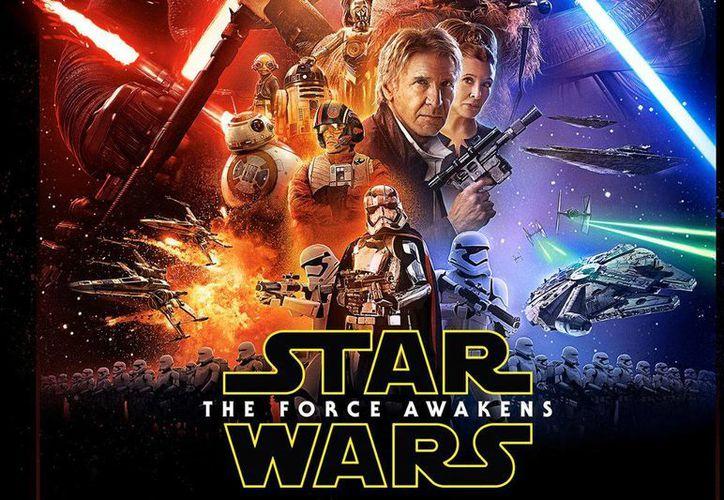 El filme 'El despertar de la Fuerza' de la saga de Star Wars se encuentra actualmente en séptimo lugar, pero su éxito norteamericano lo ha impulsado en todas las pantallas del planeta. (Agencias)