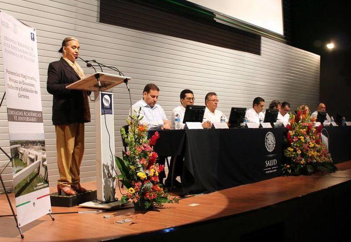 Participantes del encuentro en el Hospital de Alta Especialidad. (Milenio Novedades)