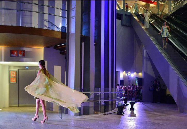 La propuesta de Vero Díaz incluye vestidos vaporosos, strapples y faldas. (Luis Pérez/SIPSE)