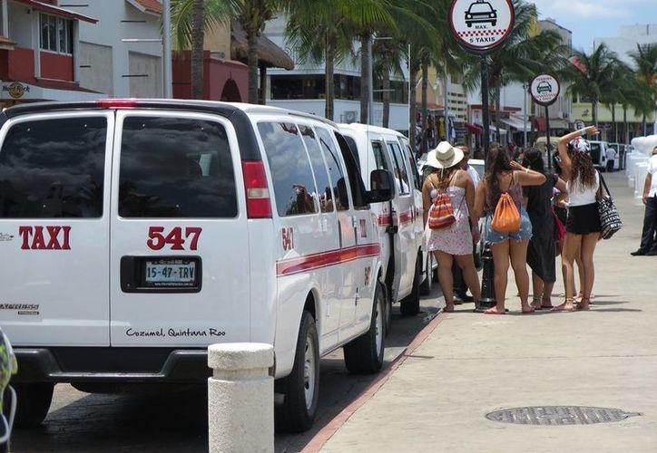 El sindicato de taxistas de Cozumel espera poder actualizar sus tarifas a fines de este mes. (Irving Canul/SIPSE)