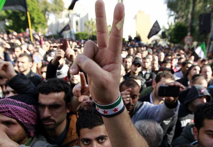 La guerra civil siria ha dejado al menos 60 mil muertos. (Agencias)