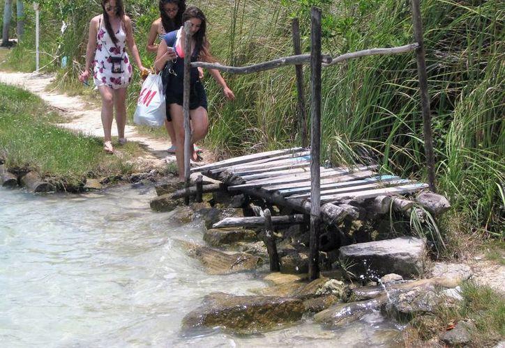 La Reserva Natural de Bacalar presenta gran deterioro ocasionado por bañistas. (Javier Ortiz/SIPSE)