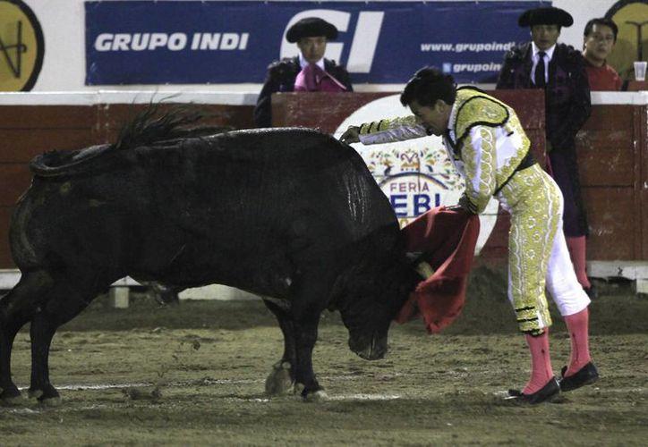 El torero fue 'cogido' por la bestia en un descuido durante la corrida. La imagen corresponde al torero Rafael Ortega. (Imagen de contexto/Notimex)