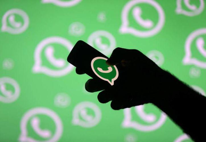 WhatsApp inició una prueba para aplicar límites a los reenvíos de mensajes. (Internet)