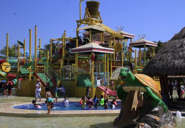 Los parques acuáticos tienen precios accesibles. (Tomás Álvarez/SIPSE)