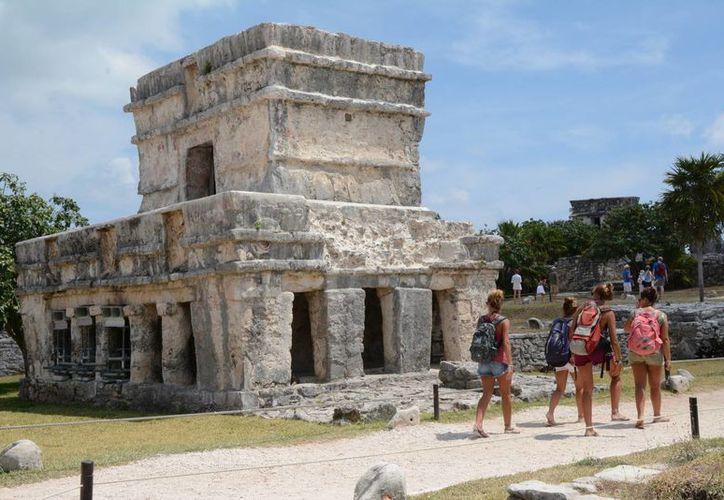 Más de dos mil turistas visitaron la zona arqueológica de Tulum el día de ayer. (Sergio Orozco/SIPSE)