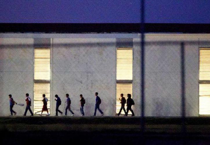 Los niños inmigrantes que vienen a los EU solamente están alojados en refugios como este en Harlingen, que tiene licencia para albergar hasta 295. (Johnny Hanson/houstonchronicle.com)