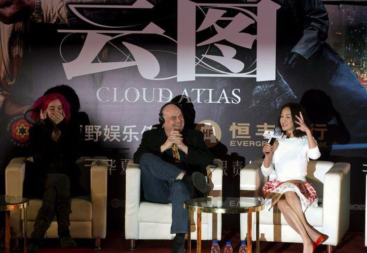"""Directores y guionistas de """"Cloud Atlas"""" en una conferencia de prensa, en el estreno de la cinta en China, el lunes 21 de enero. (Agencias)"""