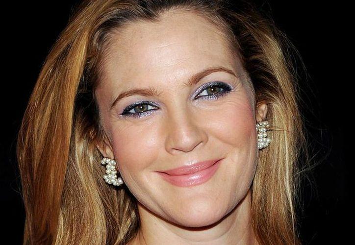 A pesar de que Drew Barrymore no convivió mucho con su media hermana, expresó su conmoción por el deceso. (Archivo/AP)