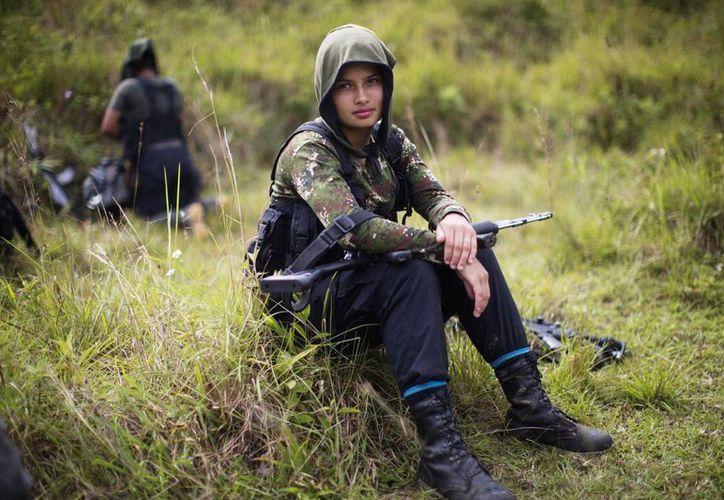 Juliana, revolucionaria de 20 años de edad e integrante de las FARC, que durante más de 50 años han protagonizado un conflicto armado en Colombia. (AP)